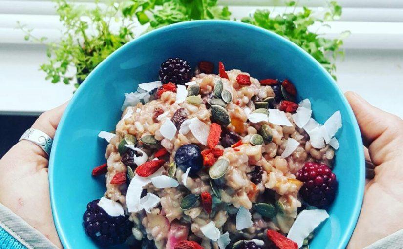 Zilvervlies rijstpap met fruit en speculaaskruiden